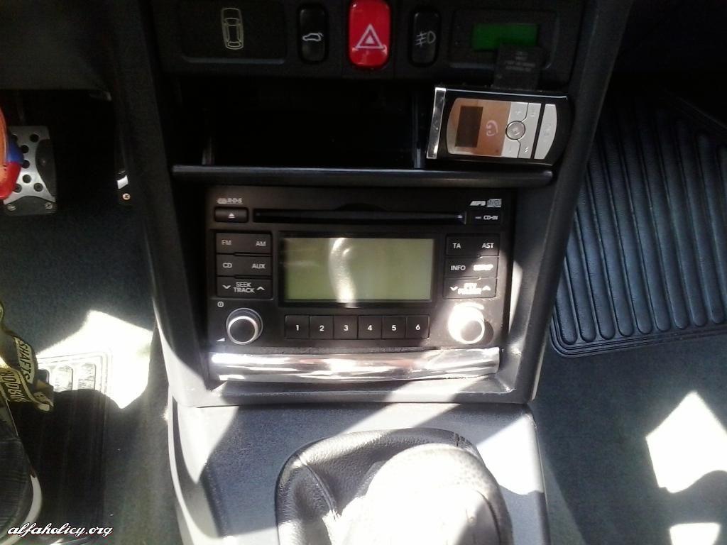 Alicja wnętrze- radio 2 DIN